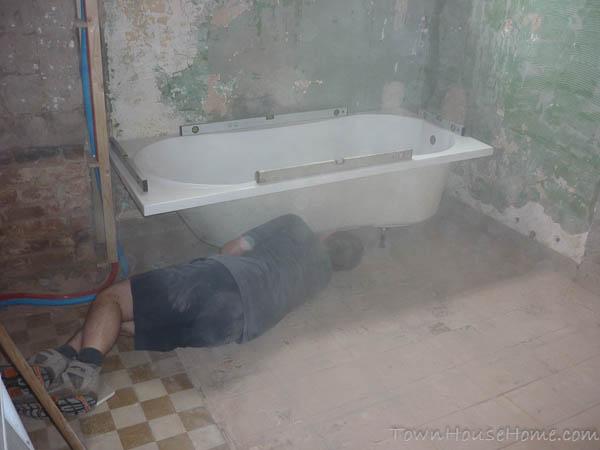 Bath adjusting legs