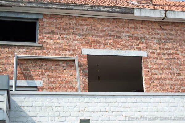 Back facade door