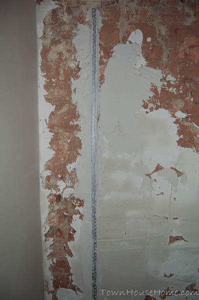 Plastered walls level profile